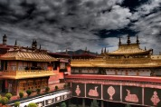 On the roof - Jokhang Temple